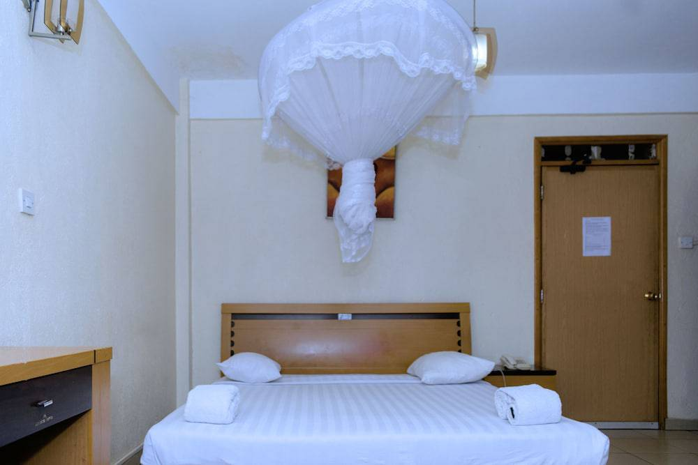 Aponye Hotel